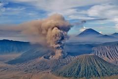 IMG_4031 (JoStof) Tags: indonesia java bromo volcano eruption ash smoke seaofsand semeru crater tengger caldera batok jawatimur indonesië idn