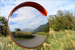 反射世界 (Taiwan Wei) Tags: taiwan taipei tokina t124 台灣 台北 新北市 大屯山 登山 藍天 鏡子 反射 d7200 nikon mirror