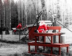 Fotosöndag_ (Johan Fredlund) Tags: fs170115 tomte fotosondag fotosöndag nisse samsung samsungnx500 christmas sweden scandinavia norge norway norwaygroup swedengroup becausewelovesweden red släde