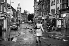Wet Run (Foto John) Tags: leicam leicam240 leica leicamtyp240 rangefinder summicronm50mmƒ2iv blackwhite blackandwhite blackandwhitethatsright monochrome streetphotography people woman taxis blackcabs rain running wet reading uk