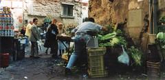 Rovesciamento carretto verdura ad Antignano (Alessandro Tortora) Tags: street italy strada italia napoli naples carretto mercato antico vecchio tufo verdura vomero antignano futta vicolidinapoli