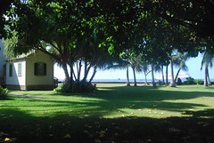 14Oct0925HST Cruise Ship from Hulihe'e Palace Grounds (mahteetagong) Tags: cruise hawaii nikon ship royal palace tokina anchor kona 1224mmf4 d80