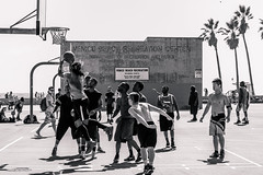 People from Venice 022 (::fede::) Tags: ocean california ca street venice bw beach america losangeles nikon unitedstates pacific unitedstatesofamerica boardwalk d3100