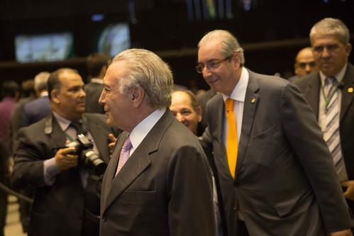 """18-11-2015 Vice-presidente Michel Temer é condecorado na solenidade de entrega da """"Medalha Mérito Legislativo""""."""