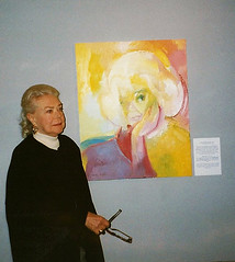 Hollywood Legend Alice Faye with her Stephen B. Whatley tribute. 1993 (Stephen B. Whatley) Tags: woman usa cinema london art classic film lady painting star us 1930s modernart statefair southbank 1940s hollywood blonde expressionism movies agent lassie coleporter oilpainting nationaltheatre nationalfilmtheatre alicefaye blueribbonwinner whatley princeedwardtheatre classichollywood abigfave barryburnett americanactress hollywoodgoldenage americansinger stephenbwhatley artiststephenbwhatley stephenwhatley whatleyartist