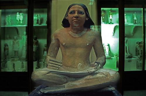 "Ägypten 1999 (602) Kairo: Sitzstatue eines Schreibers, Ägyptisches Museum • <a style=""font-size:0.8em;"" href=""http://www.flickr.com/photos/69570948@N04/31215396204/"" target=""_blank"">View on Flickr</a>"