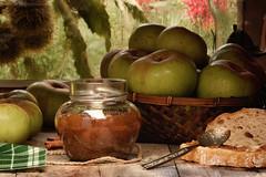 Homemade apple jam / Mermelada casera de manzana reineta (Beatriz-c) Tags: apples manzanas basket cesta mermelada jam pan bread table mesa homemade casera reineta spoon cuchara bodegón still life