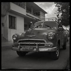 Chevrolet (*altglas*) Tags: mediumformat mittelformat 6x6 120 film analog expired expiredfilm orwonp20 bw monochrome zeiss superikonta 53316 cuba oldtimer car