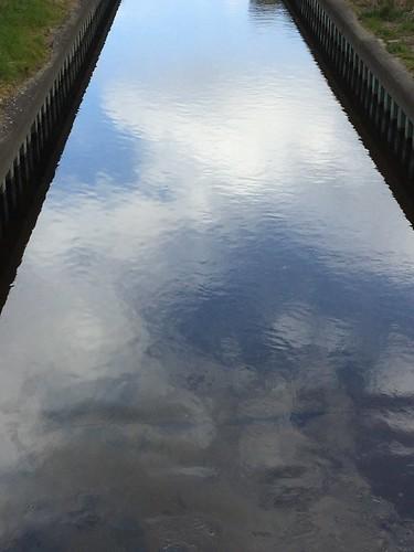 川に映る空模様