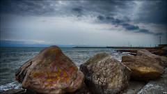 El puerto de fondo (candi...) Tags: faro puerto mar agua cielo nubes aire libre rocas alcanar sonya77