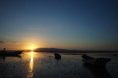 OMD02437  Arao Tidal Flat Sunset (Keishi Etoh rough-and-ready photoglaph) Tags: sunset cosina olympus voigtlnder kumamoto omd   em1 30mm arao microfourthirds ariakebay  olympusomdem1  araotidalflat voigtlndersuperwideheliar15mmf45aspherical