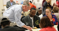 11-26-2015 Governor Bentley Serves Thanksgiving Meal to River Region Homeless