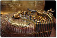 The Middle Coffin of King Tutankhamun (oar_square) Tags: egyptianreligion egyptianart coffinsofkingtutankhamun discoveredbyhowardcarter mummifiedfigureofosiris crook flail