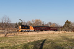 Winter Peaches (Dan A. Davis) Tags: pn pennsylvanianortheastern gp9rm nhi newhopeandivyland railroad train locomotive lahaska newhope pa pennsylvania passengertrain