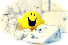 Say Cheese! HMM! (G. Lang) Tags: makro highkey fromage macromondays smiley gorgonzola sonyalpha7ii sonya7ii saycheese sonyilce7m2 neewerautomaticextensiontubeset16mm macro cheese italianbluecheese käse blauschimmelkäse