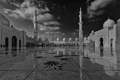 Sheikh Zayed Grand Mosque (T.Seifer) Tags: abu dhabi vae uae architektur architecture moschee mosque blackandwhite blackwhite d610 fx nikon nikkor 1635 monochrome photography reisefotografie schwarzweis travel whiteandblack whiteblack weisschwarz weitwinkel