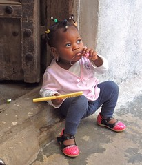 Tanzania (Zanzibar) Girls learn how to make their hairstyles at very early age!! (ustung) Tags: portrait girl tanzania candid zanzibar hairstyle comb tanzanian streetife