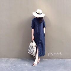 560฿#ส่งฟรีลงทะเบียนส่งemsเพิ่ม20บาทจ้า #สั่งซื้อไลน์ไอดีnoongninggeegyหรือคลิ้กลิ้งหน้าไอจีเลยจ้า IN STOCK!! Maxi dress ทรงเชิ้ตกระดุมยาว มีกระเป๋าเจาะด้านข้าง ดีเทลผ่าหลัง ทรงปล่อยๆ ใส่เก๋มีสไตล์สุดๆ