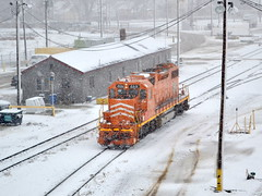 Orange on white (Robby Gragg) Tags: joliet eje 669 sd382