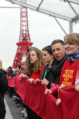 Red line from the Eiffel Tower in ther UN Blue zone at COP21 (John Englart (Takver)) Tags: paris france justice protest emissions redline climatechange climate finance foe equity compliance cop21