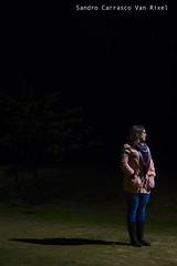 Pensando bajo la noche (Sandro Carrasco Van Rixel) Tags: canon luces noche retrato huelva nocturna condado pensativa sobras bollullos 60d
