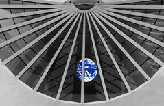 Planet Earth (Luiz Contreira) Tags: boulevardolímpico museum museu rua riodejaneiro streetphotography southamerica rio brazil brasil brazilianphotographer fotógrafosbrasileiros fotografiaderua selectivecolors selectivecolor canon6d canon américadosul