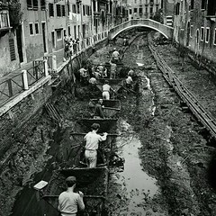 #The famous canals in Venice being drained and cleaned, 1956. [800 x 800] #history #retro #vintage #dh #HistoryPorn http://ift.tt/2gvJeIz (Histolines) Tags: histolines history timeline retro vinatage the famous canals venice being drained cleaned 1956 800 x vintage dh historyporn httpifttt2gvjeiz