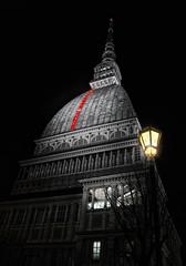Torino di notte : un lampione  e .... la Mole (Roberto Defilippi) Tags: 2017 22017 rodeos robertodefilippi nikond7100 torino turin notte night lampione