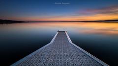 Baignade colorée (Nicolas Reggiani) Tags: lac couleur color ponton seascape sunset biscarrosse aquitaine water sky explore