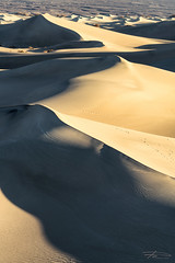 Kisses (Rkitichai) Tags: hersheys kisses sand dunes desert landscape landscapephotography outdoor travel travelphotography travelnutzmn rushphotography fbmetravelnutzrpt rkitichaicom wanderlust usaroadtrip deathvalley nationalpark mesquite flat abstract