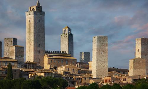 "Torres legendarias / Faros, minaretes, campanarios, rascacielos • <a style=""font-size:0.8em;"" href=""http://www.flickr.com/photos/30735181@N00/32493403646/"" target=""_blank"">View on Flickr</a>"