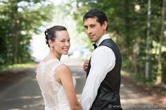 Samen op weg na het huwelijk (yvesrecour) Tags: bruid bruidegom dof huwelijk koppel koppelshoot
