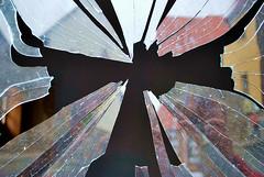 Broken Angel (Liwesta) Tags: broken window glass angel fenster glas splitter