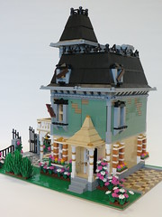 Lego Haunted House Renovations (Mrs Wobblehead) Tags: house halloween lego haunted renovations mansion custom hauntedhouse minifigure moc 10228