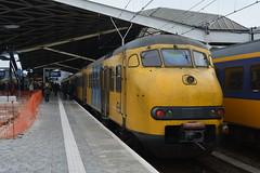 Tilburg (2) (Pieter dB2) Tags: station ns eisenbahn tt railways tilburg trein spoor spoorwegen commutertrain sprinter stoptrein planv nahverkehrszug stationtilburg
