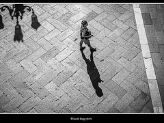 patterns (magicoda) Tags: street venice shadow sea people blackandwhite bw italy woman sun white black feet water panties backlight see donna nikon italia foto wind candid patterns ombra panty skirt curioso tourist bn ombre persone thong voyeur barefoot wife upskirt fotografia vpl dslr sole venezia nero sandal gonna piedi biancoenero controluce vento turisti seethru turista veneto d300 2015 vedere perizoma turists blackwhitephotos turiste streetphotografy magicoda davidemaggi maggidavide