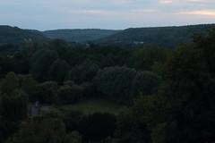 Les alentours de Le Bec-Hellouin, Eure, Haute-Normandie (Laurent Gané) Tags: panorama france horizon ciel arbres normandie paysage soir 27 maison toit crépuscule campagne vue forêt bois colline eure cheminée habitation lebechellouin chaume chaumière hautenormandie 27800 laurentgané