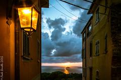 Da Monte sul far della sera (http://walkingphoto.altervista.org/) Tags: sunset italy liguria dei golfo tino poeti montemarcello fujixt10