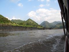 """Première journée de bateau sur le Mékong entre Houeisai et Pakbeng <a style=""""margin-left:10px; font-size:0.8em;"""" href=""""http://www.flickr.com/photos/127723101@N04/23838699406/"""" target=""""_blank"""">@flickr</a>"""