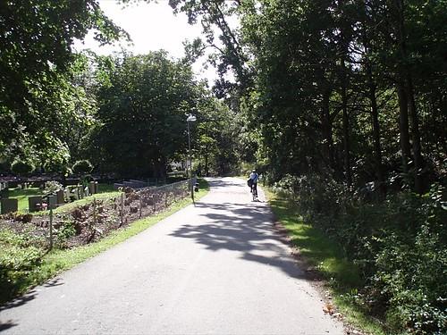 Cykelbanan vid Torslanda kyrkogård (2008)
