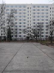 Der Block. / 21.12.2016 (ben.kaden) Tags: berlin biesdorf kornmandelweg plattenbau architekturderddr architektur 2016 21122016