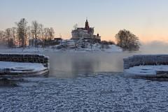 Icy Klippan (KaarinaT) Tags: klippan helsinki finland ice winter water sea freezing freezingweather house restaurant island coastal
