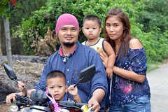 family on a motorcycle (the foreign photographer - ฝรั่งถ่) Tags: family portrait mother father two sons boys motorcycle bangkhen bangkok thailand nikon d3200