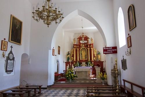 Wnętrze kościoła Wniebowzięcia NMPw Świętomarzy