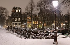 Snowy winter night on the Keizersgracht (B℮n) Tags: amsterdam pastoorsbrug brouwersgracht keizersgracht snow covered bikes bycicles holland netherlands canals winter cold wester church jordaan street anne frank house dutch people scooter gezellig cafés snowy snowfall atmosphere colorful windows walk walking bike cozy boat light rembrandt corner water canal weather cool sunset file celcius mokum pakhuis grachtengordel unesco world heritage sled sleding slee seagull nowandthen meeuw seagulls meeuwen bycicle 1°c sun shadows sneeuw brug slippery glad tweedebloemdwarsgracht night flakes evening handheld