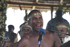 Singing for the crowd and for the ministers (Sven Rudolf Jan) Tags: singing traditional papuanewguinea alotau kundufestival