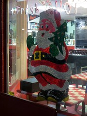 Santa loves those small diners that are FRESH & HOT. (kennethkonica) Tags: santa xmas red usa white holiday america canon lowlight midwest indianapolis indy indiana diner wires santaclaus happyholidays merrychristmas canonpowershot marioncounty frostythesnowman seasonsgreeting