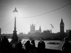 Thames (Toni Kaarttinen) Tags: uk unitedkingdom gb greatbritain britain london england المملكة المتحدة regneunite vereinigteskönigreich britio reinounido isobritannia royaumeuni egyesültkirályság regnounito イギリス verenigdkoninkrijk wielkabrytania regatulunit storbritannien anglaterra tinglaterra englanti angleerre inghilterra イングランド engeland anglia inglaterra англия londres lontoo londra ロンドン londen londyn лондон bnw bw blackandwhite streetphoto streetphotography thames bigben clocktower parliament parliamenthouse