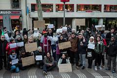 2017_01_05_Acció manteros día de reyes_AntonioLitov(06) (Fotomovimiento) Tags: fotomovimiento solidaritatmantera araiaquí sindicatopopulardevendedoresambulantes barcelona catalunya catalonia cataluña manifestación manifestació lasramblas reyesmagos racismo