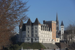 Le château Henri IV à Pau. (georges.loustale) Tags: château roi henriiv pierres pau bearn